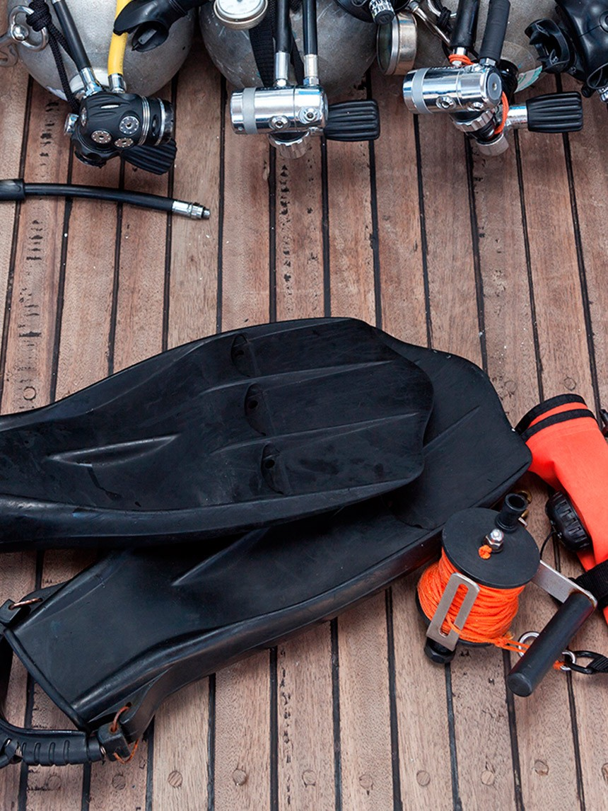 How to Transport a Scuba Tank - Rules to Comply With